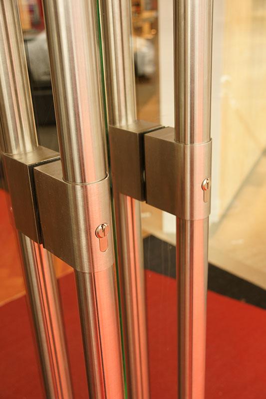 Hardglazen deur aan Karl Logge scharnieren, type 7812