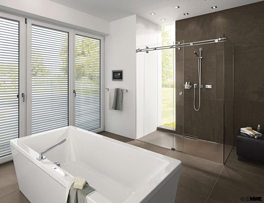 Een glazen douchedeur ingemeten en op maat gemaakt