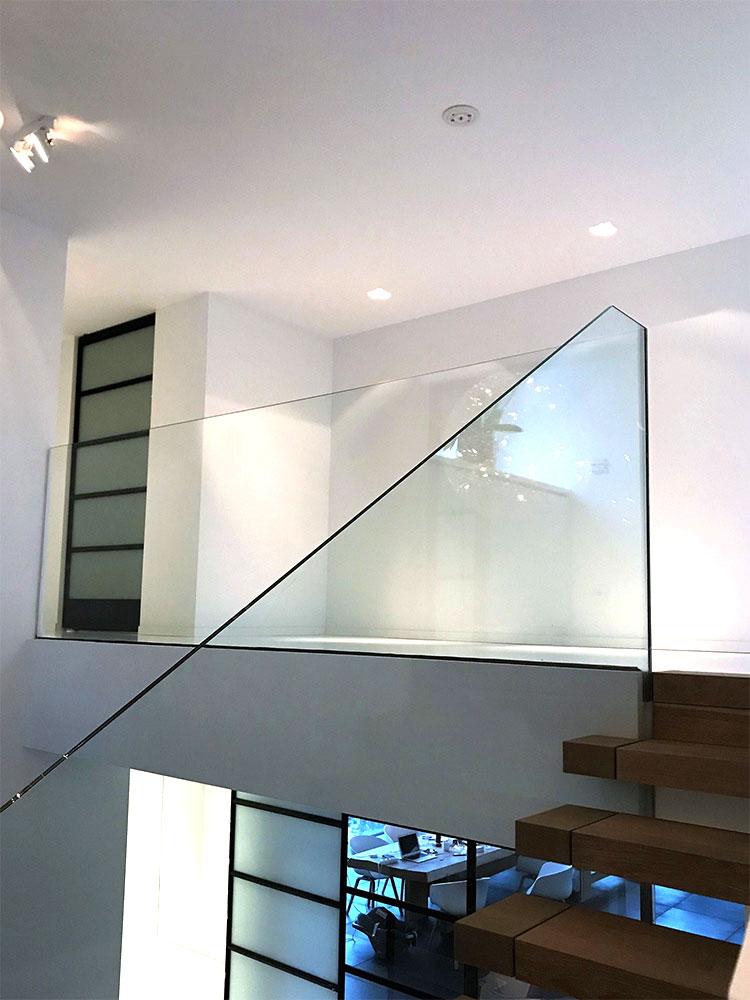 glazen-balustrade-langs-trap